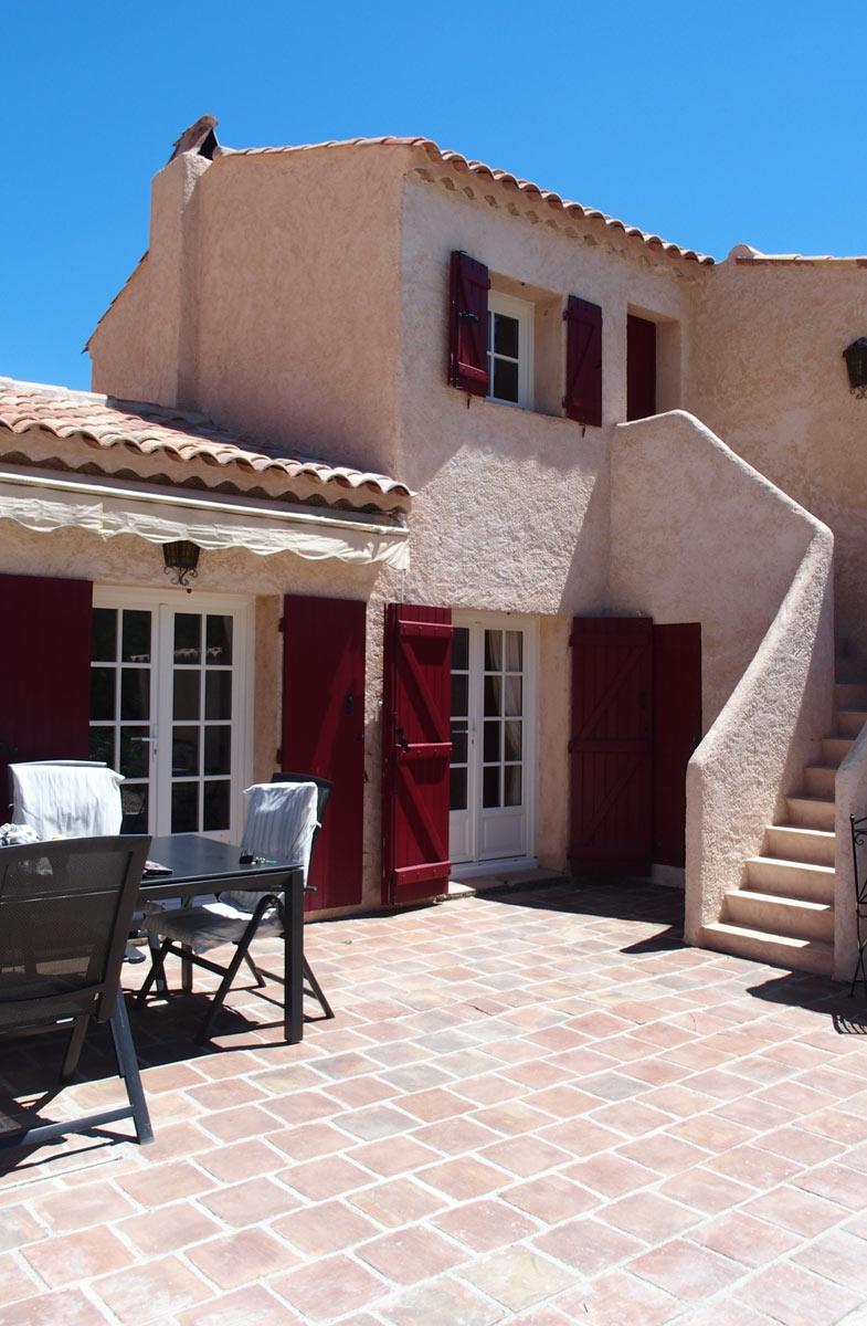Außenanlage #8: Terrasse mit Treppe zum Turmzimmer